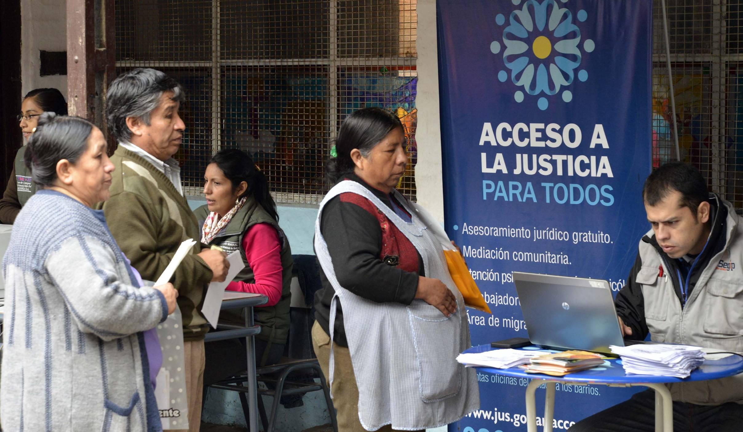 El Ministerio y el Consulado de Bolivia realizaron un operativo de migraciones en la villa 1.11.14 del Bajo Flores de la CABA