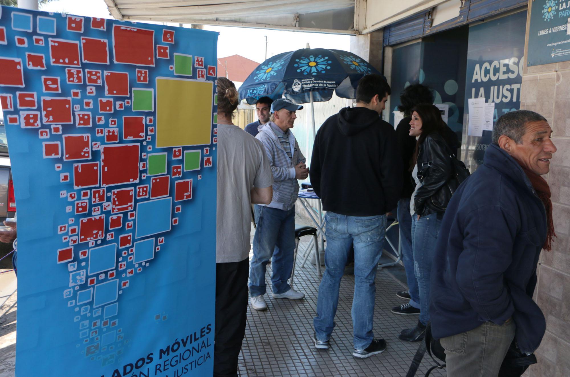 El Ministerio y el Consulado de Paraguay realizaron un operativo de migraciones en Malvinas Argentinas