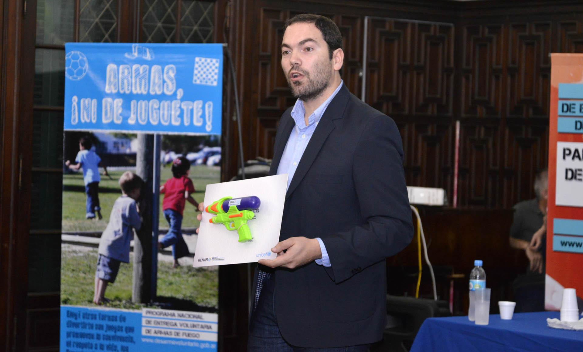 El Renar presentó una guía sobre la problemática de las armas para que pueda ser usada por los docentes en las aulas