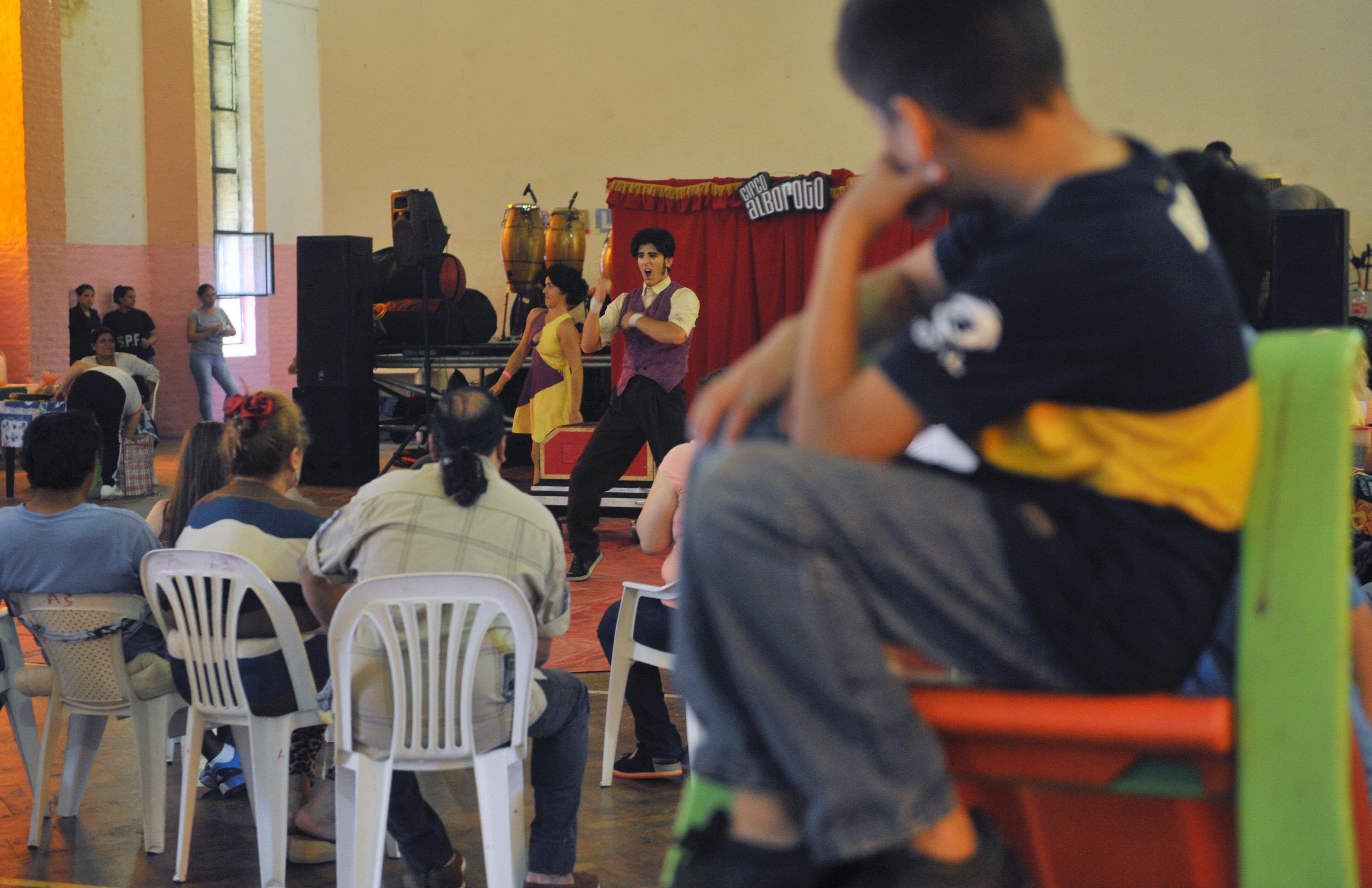 El Ministerio organizó un festival para la familia en la Unidad de mujeres de Ezeiza