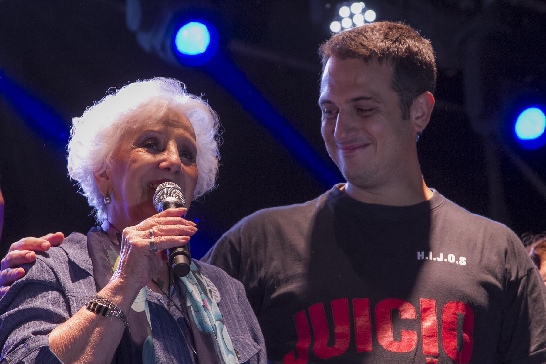 Julián Álvarez y Estela de Carlotto cerraron el Festival por la Memoria en Lanús