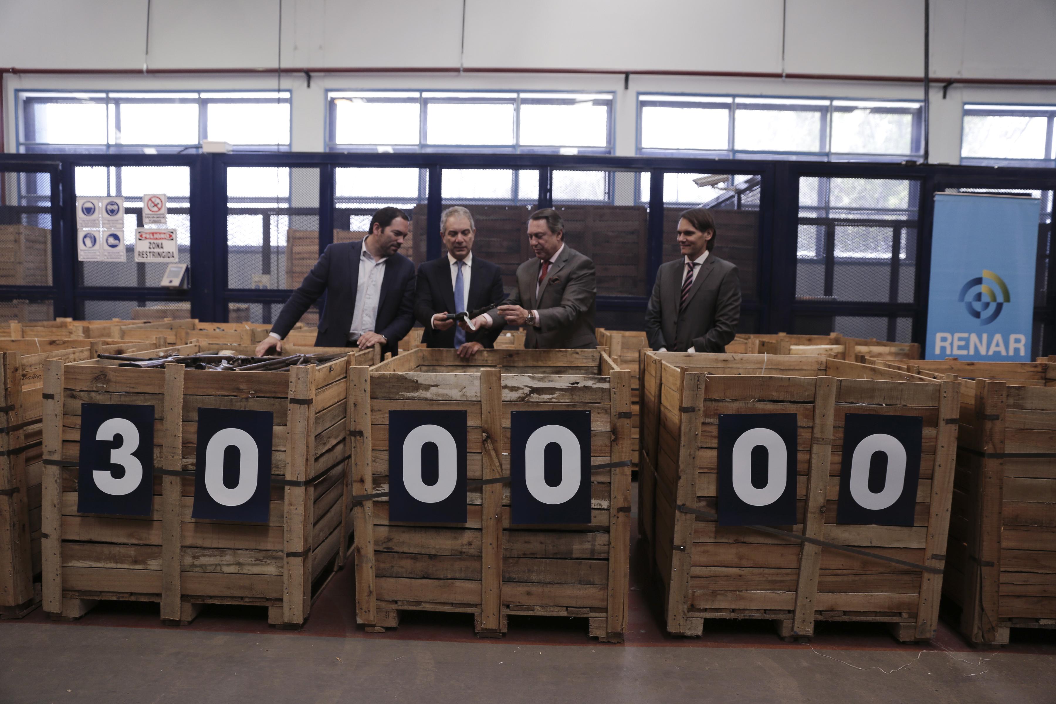 El gobierno ya destruyó más de 300 mil armas de fuego.
