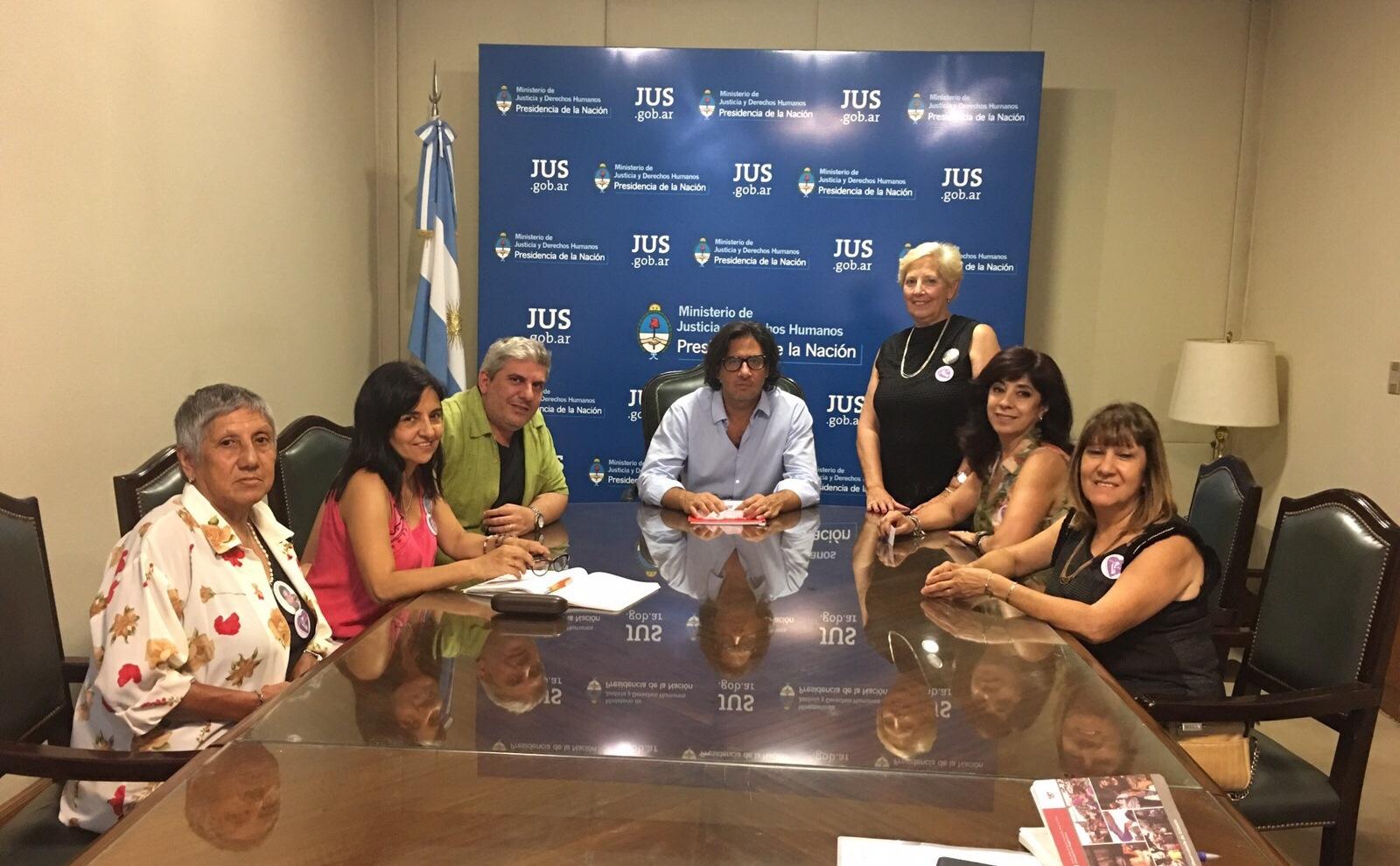 El ministro se reunió con una delegación de la Asociación Madres del Dolor