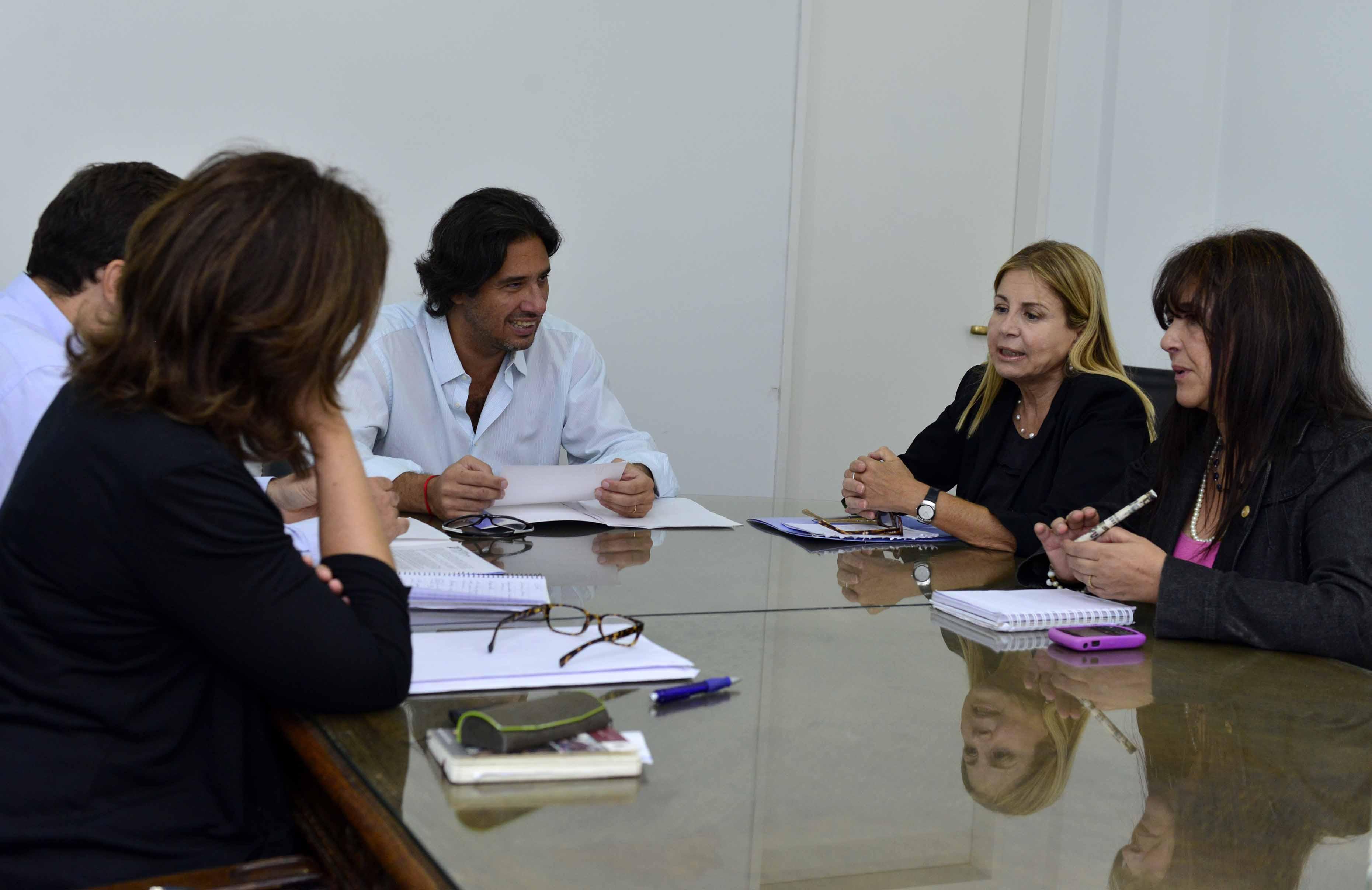 Acuerdan agenda de trabajo con asociación de víctimas