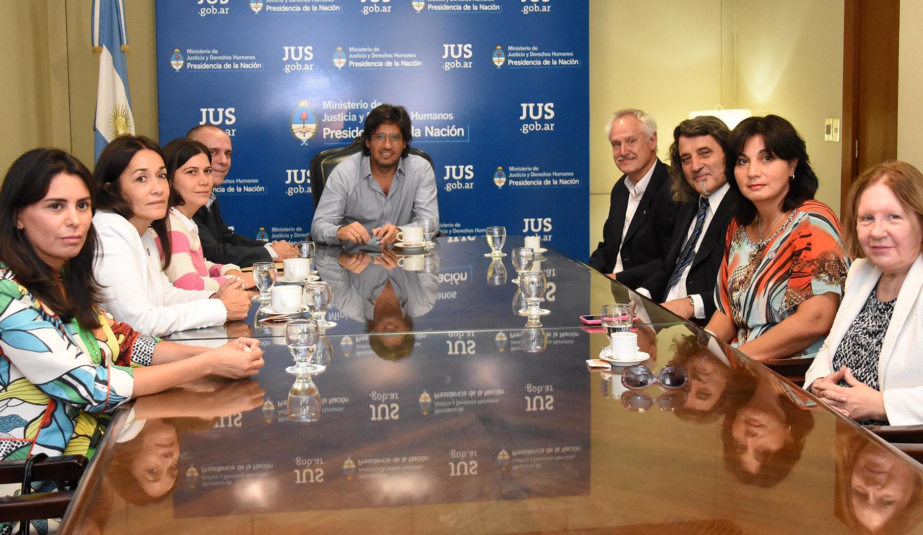 El Ministro se reunió con representantes de la Defensa