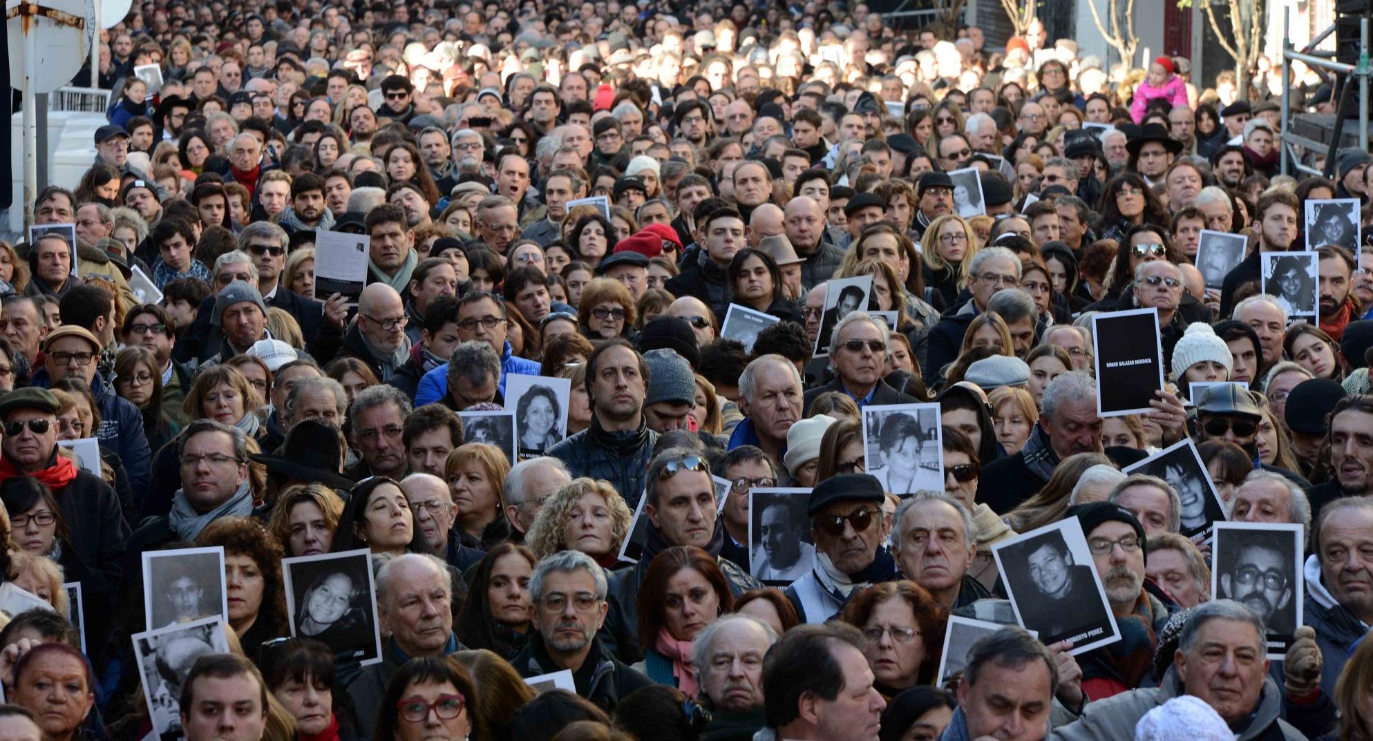 Otamendi, Avruj y Cimadevilla participaron del homenaje a las víctimas del atentado a la AMIA