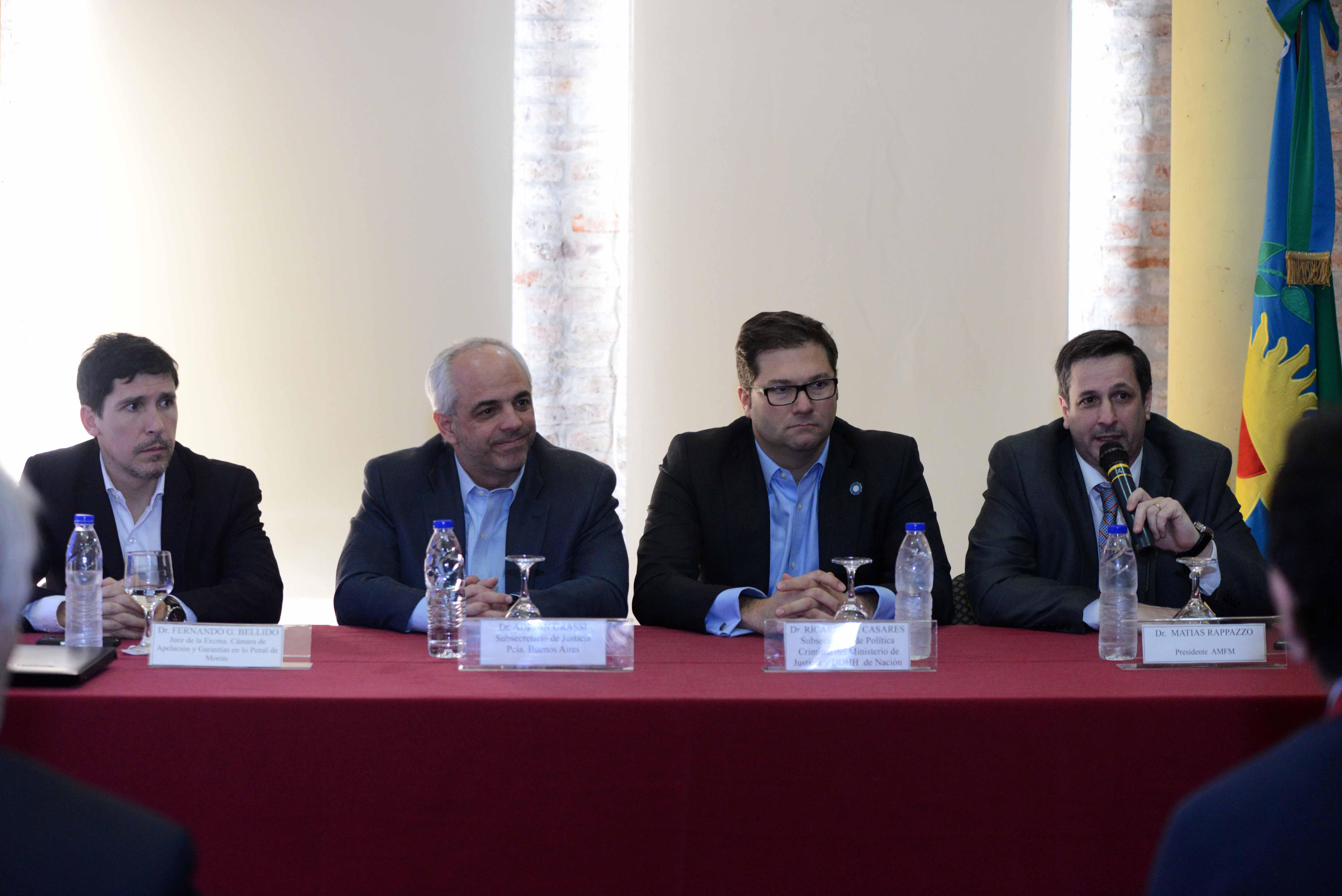 Casares y Grassi lanzaron capacitaciones en investigación criminal para magistrados de Morón