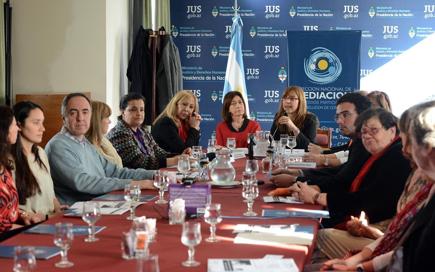 Conversatorio sobre procesos de diálogo y construcción de consenso entre Argentina y Colombia