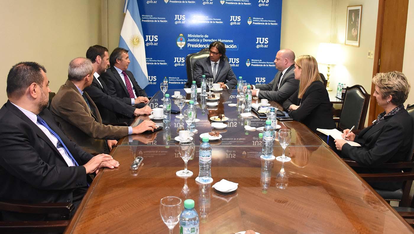 Cooperación con Estados Unidos en la lucha contra el lavado de dinero