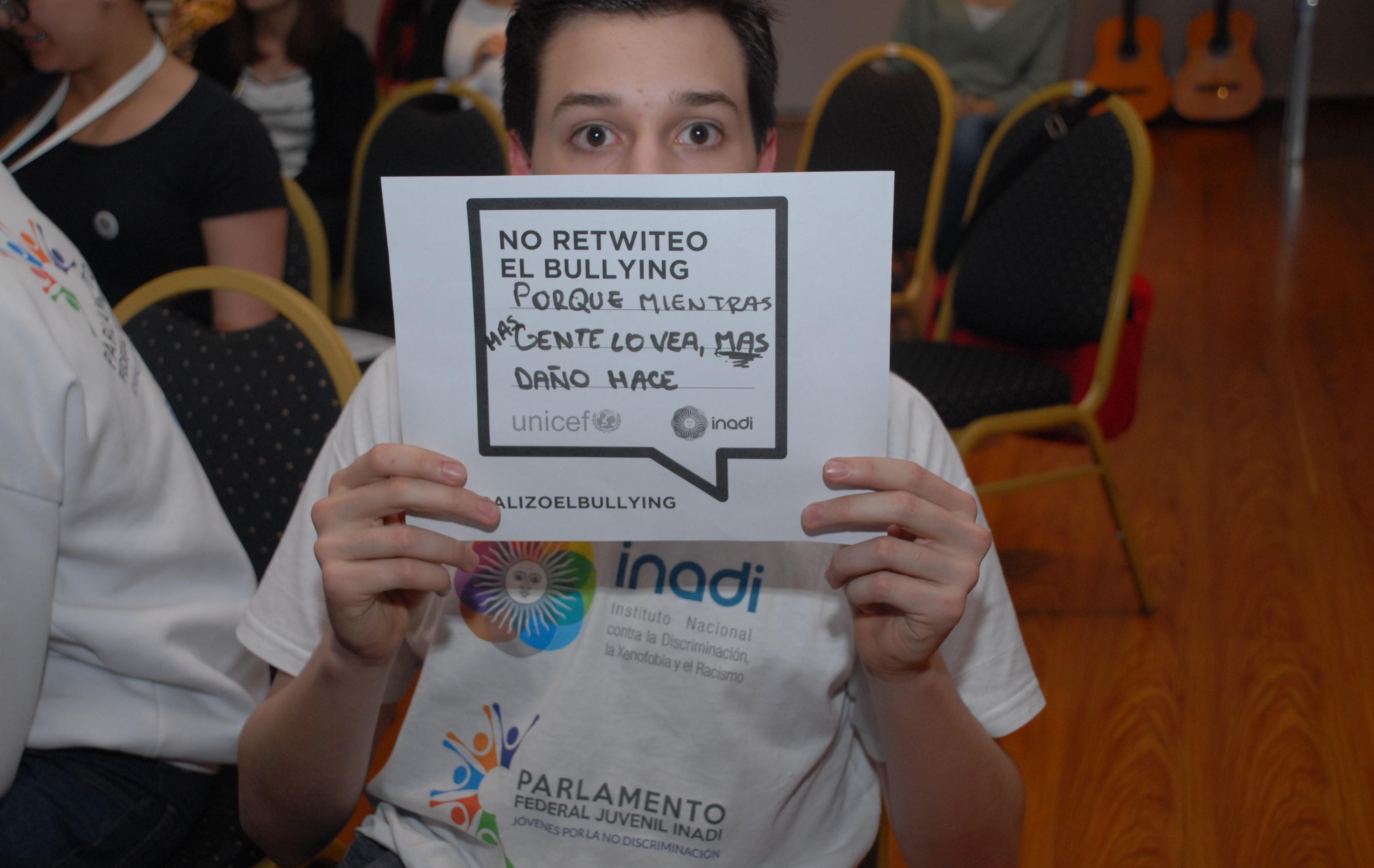Inadi y Unicef lanzan campaña digital en contra del bullyng: Si discrimina #nodacompartir