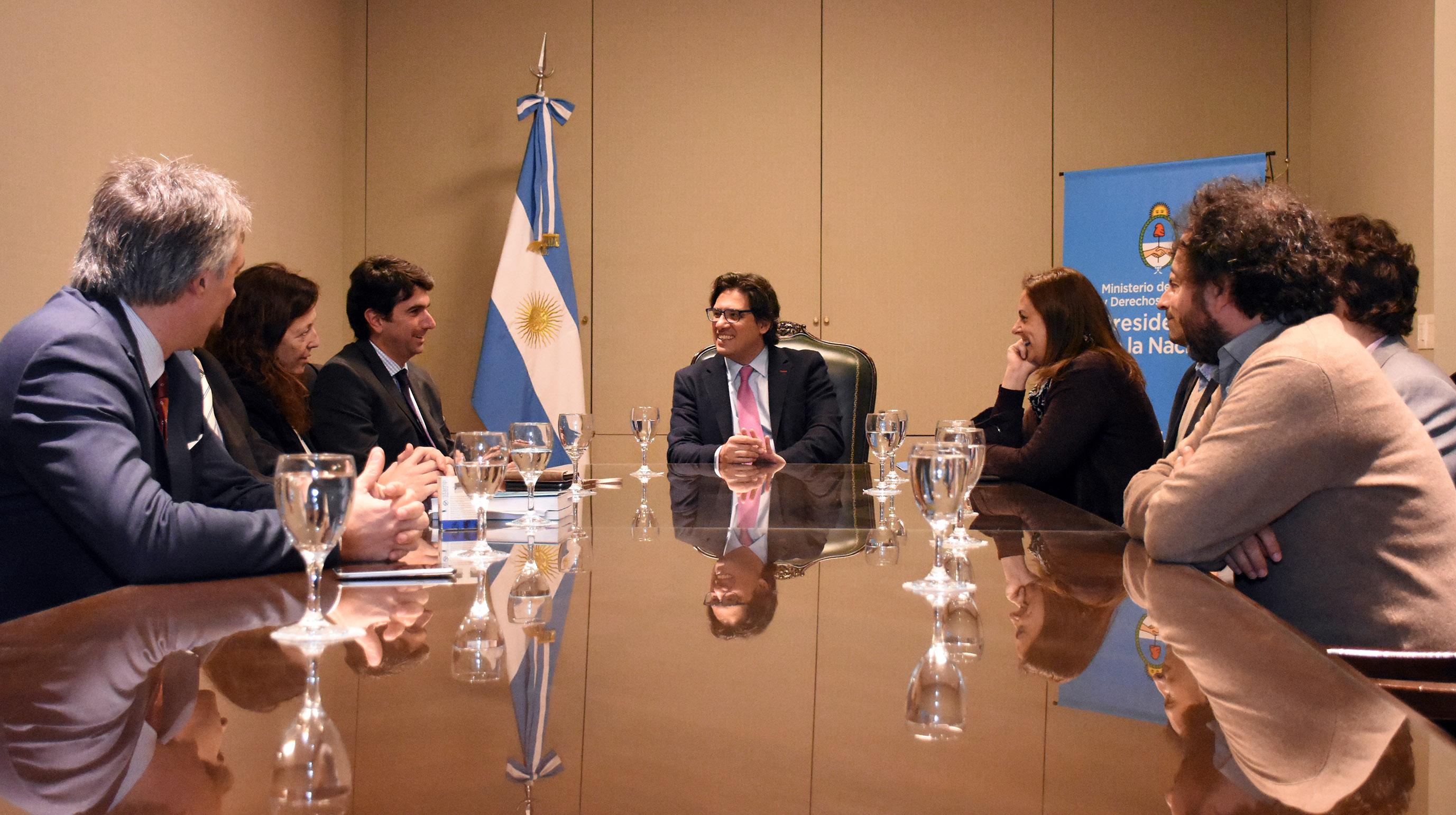 Garavano firmó acuerdo con el RENAPER para acercar la justicia a personas sin DNI