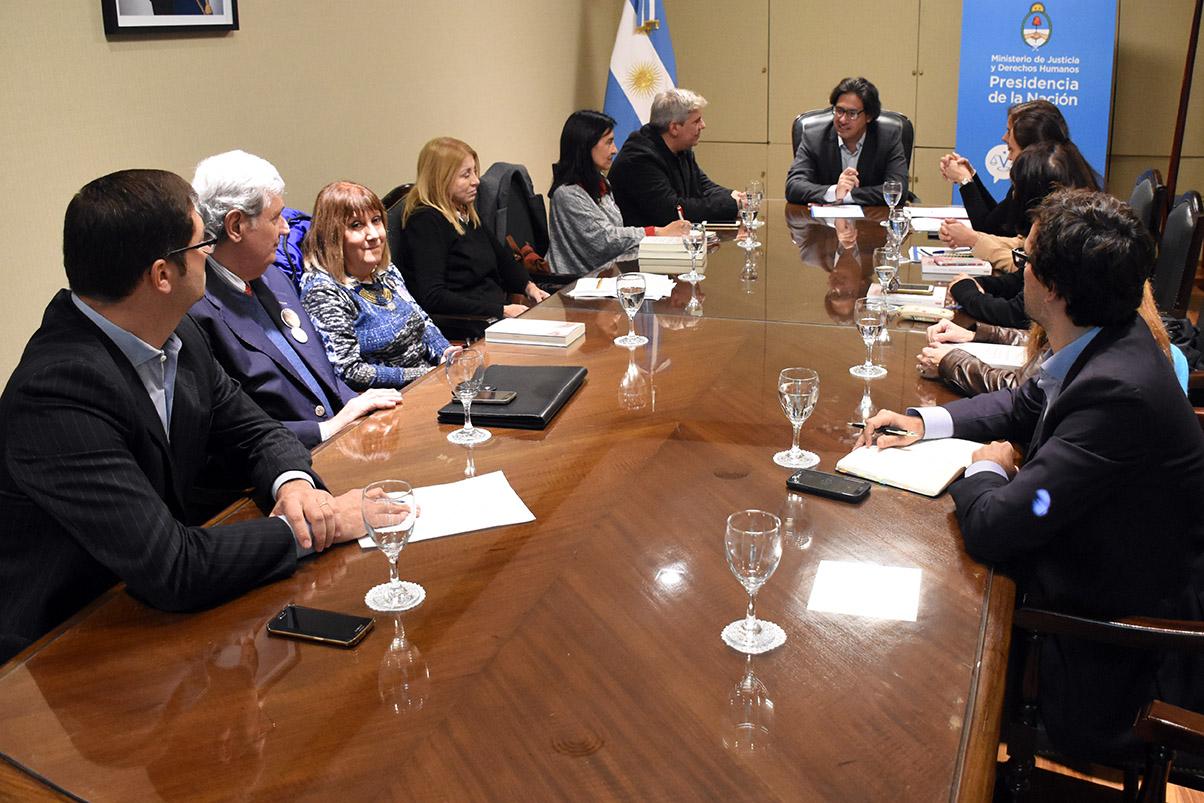 Garavano mantuvo una reunión de trabajo con víctimas y familiares de víctimas de delitos
