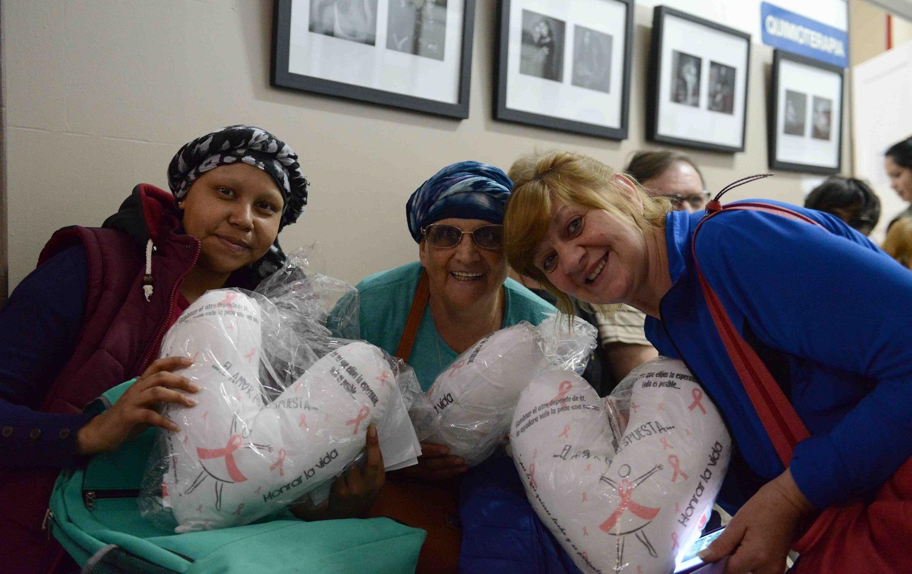 Corazones solidarios contra el cáncer de mama